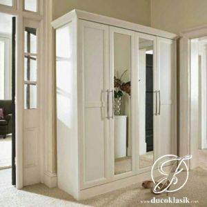 Lemari Pakaian 4 Pintu Simpel Minimalis Modern