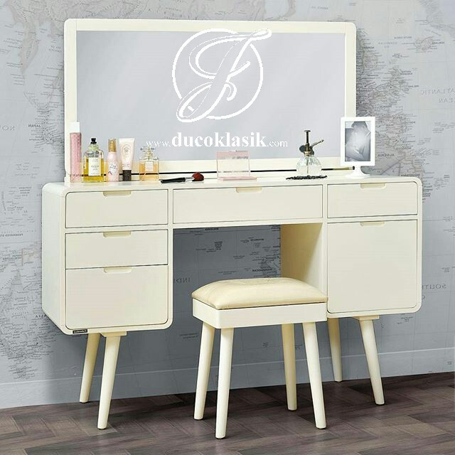 Meja Rias Minimalis Putih Terbaru Desain Retro