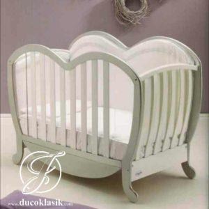 Box Bayi Cantik Minimalis Bentuk Love
