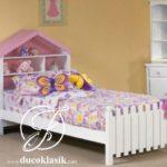 Tempat Tidur Anak Perempuan Bentuk Rumah Boneka