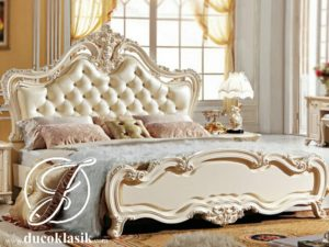 Tempat Tidur Klasik Mewah Ukir Francis