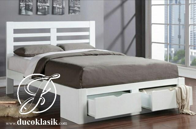 Tempat Tidur Minimalis Putih Berlaci 2