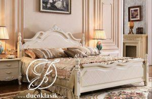 Tempat Tidur Putih Mewah Ukir Sederhana