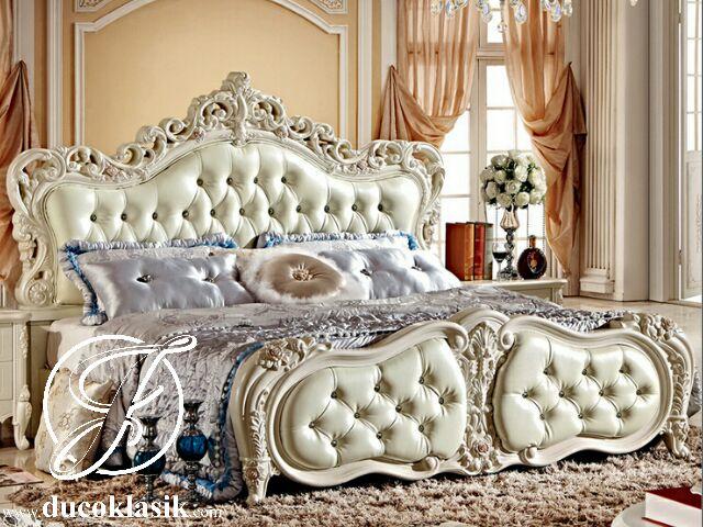 Tempat Tidur Ukir Mewah Royal Klasik